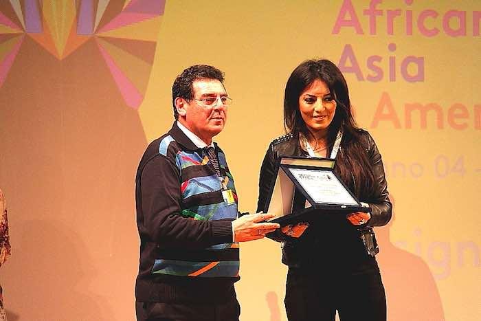 Il Presidente del Cinit Massimo Caminiti premia Maryam Touzani