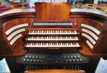 consolle dell'organo di Santa Rita